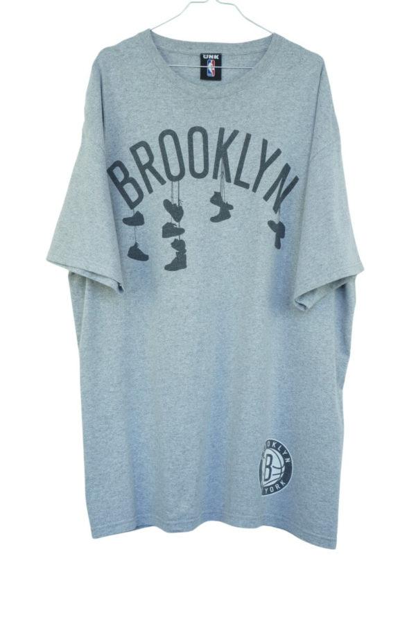 2000s-nba-brooklyn-new-york-sneaker-vintage-t-shirt